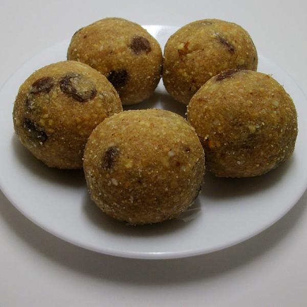 Khoya Pinni